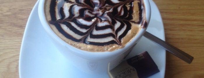Coffeemania is one of สถานที่ที่ Gulseren ถูกใจ.