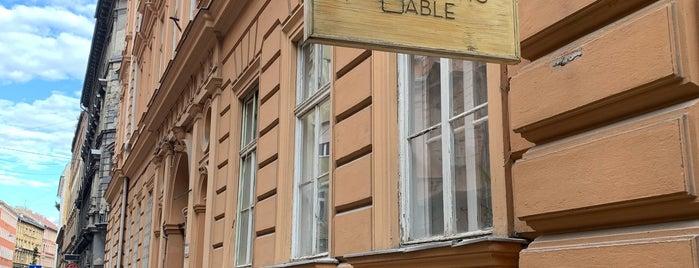 Tasting Table (& Shop) is one of Budapešta.