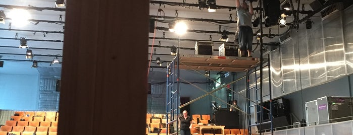 Second Stage Theatre is one of สถานที่ที่ Nicole ถูกใจ.
