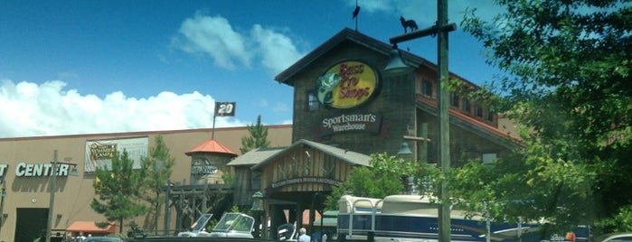 Bass Pro Shops is one of Tempat yang Disukai Michael.
