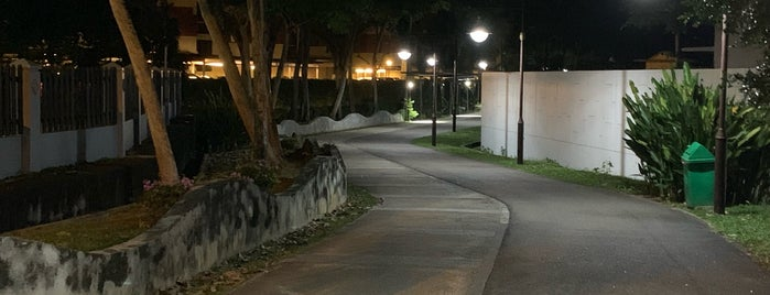 Siglap Linear Park is one of Lugares favoritos de Ian.