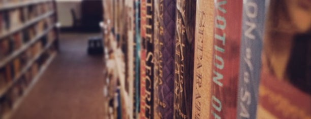 Paseo Verde Library is one of Posti che sono piaciuti a Johnathan.