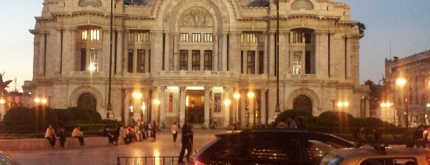 Palacio de Bellas Artes is one of Favoritos.