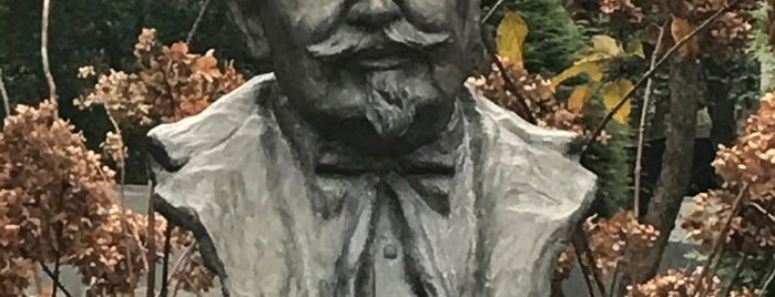 Colonel Sanders' Grave is one of Louisville.