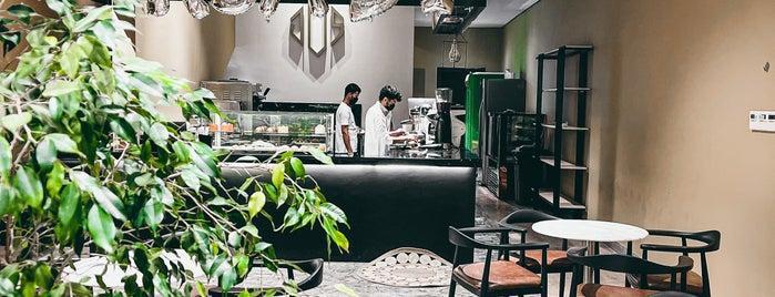 JOS Cafe is one of Queen'in Kaydettiği Mekanlar.