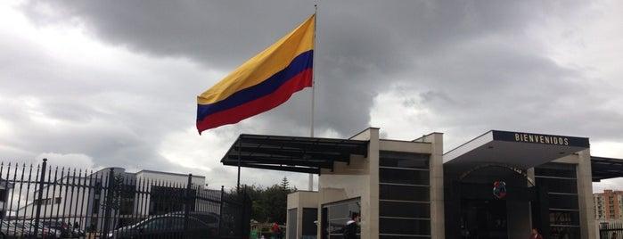 Club De Suboficiales De las Fuerzas Militares De Colombia is one of Lieux qui ont plu à Liliana.