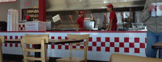 Five Guys is one of Cyndiさんの保存済みスポット.
