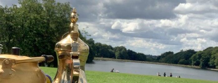 Roundhay Park Lake is one of Orte, die Victor gefallen.