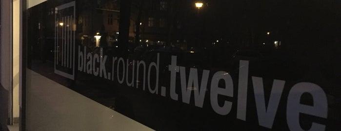 black.round.twelve is one of Tempat yang Disimpan Dominik.