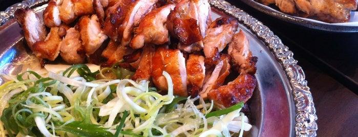 오븐에 빠진 닭(식사점) is one of สถานที่ที่ JiYoung ถูกใจ.