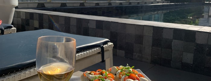 Yoo2 Rooftop Bar is one of Posti che sono piaciuti a Vanja.