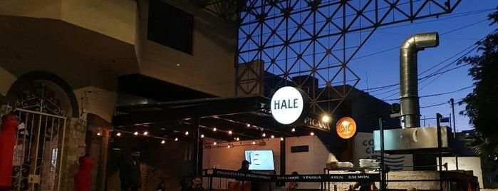 Hale is one of Por la casa.