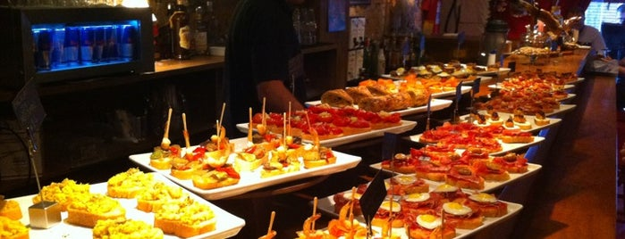 Sancho Bar y Tapas is one of Sair a noite.