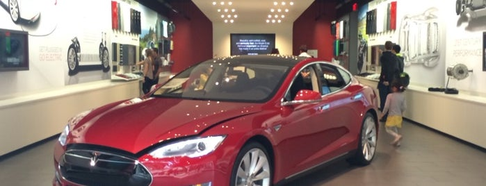 Tesla Motors is one of Larsさんのお気に入りスポット.