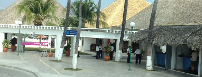 Aeropuerto Internacional de Bahías de Huatulco (HUX) is one of Ricardo 님이 좋아한 장소.