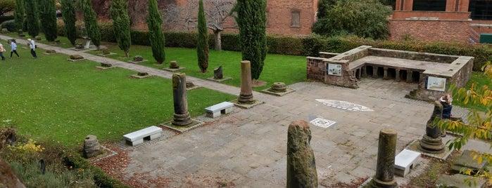 Roman Gardens is one of Locais curtidos por Carl.