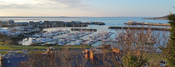 Howth Harbour is one of Lugares favoritos de Will.