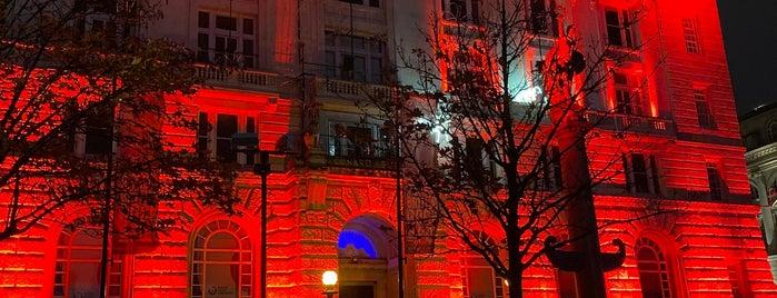 Cunard Building is one of Posti che sono piaciuti a Bruna.