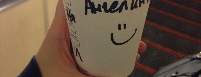 Starbucks is one of Ангелинаさんのお気に入りスポット.