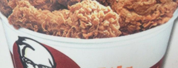 KFC is one of สถานที่ที่ Yasmin ถูกใจ.