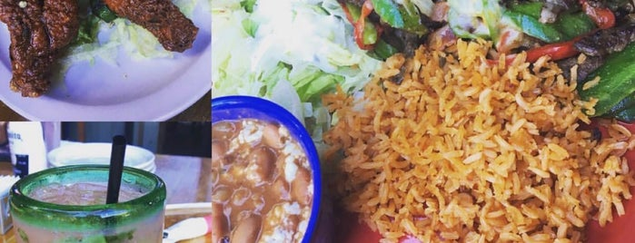 Los Reyes Restaurante is one of CC'ın Beğendiği Mekanlar.