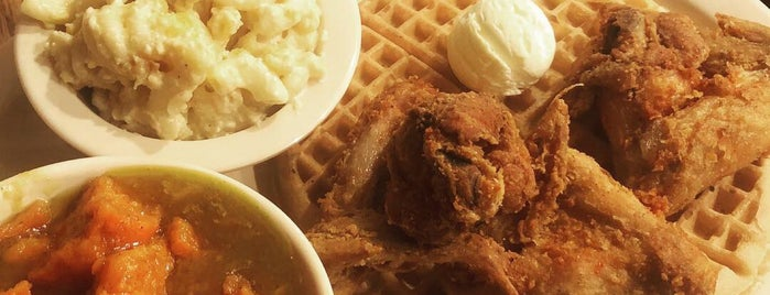 Roscoe's House of Chicken and Waffles is one of CC'ın Beğendiği Mekanlar.