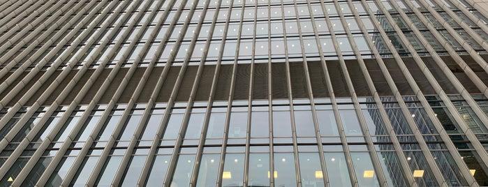 Deutsche Bank AG is one of Lugares favoritos de Mike.