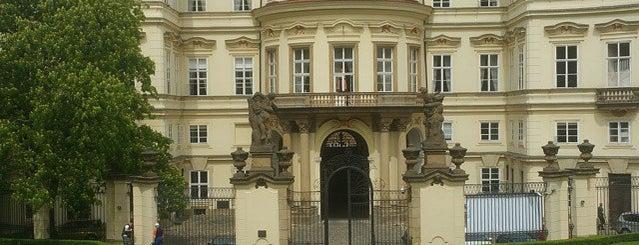 Velvyslanectví Spolkové republiky Německo is one of Praha <3.