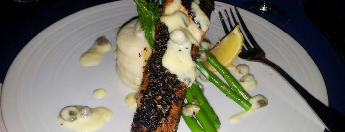 Pelican Bay Restaurant Bar & Grill is one of Posti che sono piaciuti a Hannah.