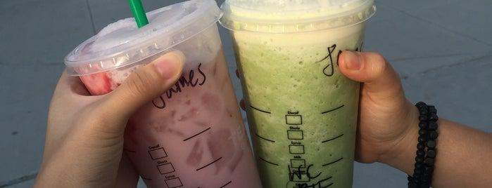 Starbucks is one of Tempat yang Disukai chris.