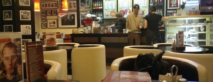 Traveler's Coffee is one of Tempat yang Disukai Stas.