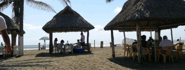 Zabesu Restaurante Bar is one of Aca.