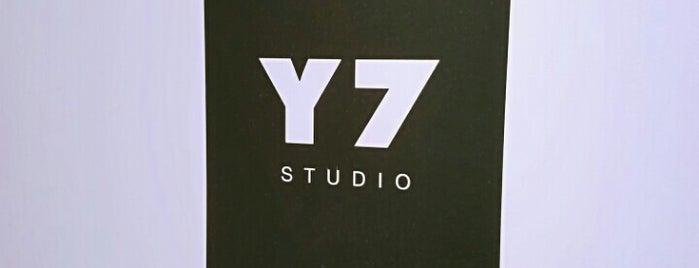 Y7 Studio Flatiron is one of Orte, die Crystal gefallen.