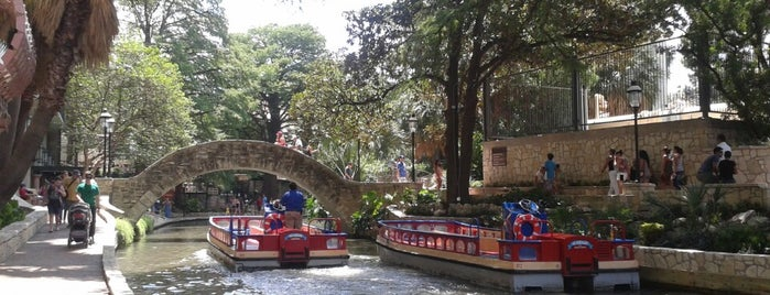 The San Antonio River Walk is one of Crystal : понравившиеся места.