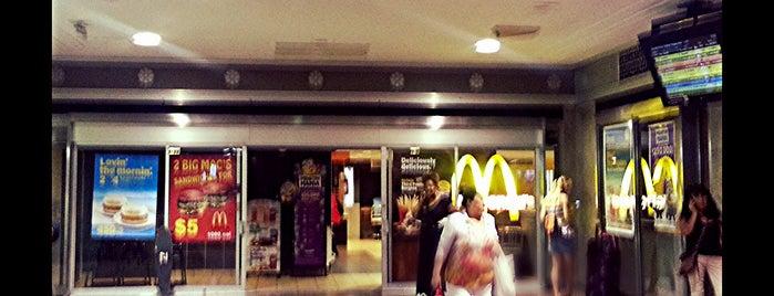 McDonald's is one of Orte, die Crystal gefallen.