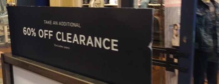 American Eagle Store is one of Kawikaさんのお気に入りスポット.
