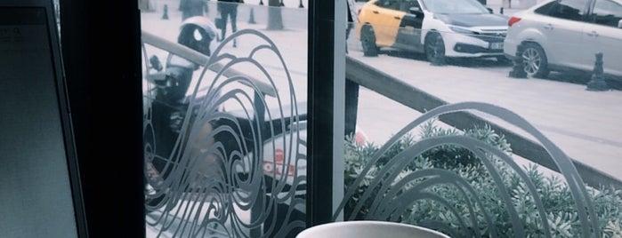 Starbucks is one of Lieux qui ont plu à Teoman.