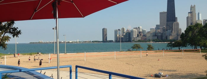 Castaways Bar & Grill is one of Chicago Bucketlist.