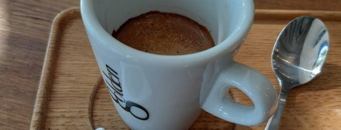 Kvildy Cafe is one of Radim'in Beğendiği Mekanlar.