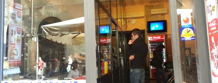 Istanbul Kebab is one of Tempat yang Disukai Rodrigo.