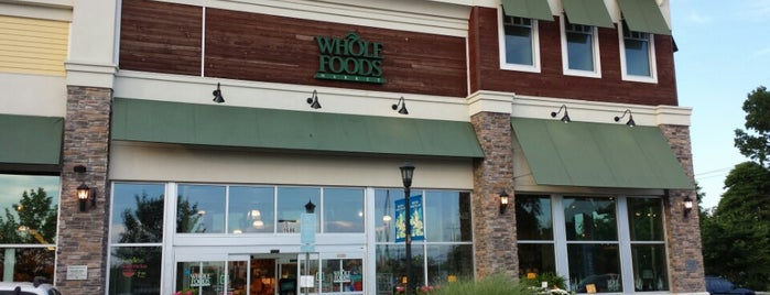 Whole Foods Market is one of Lugares favoritos de Emily.