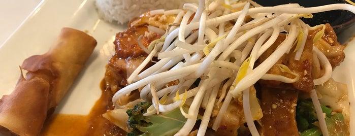 Thai Tea Asian Fusion Cafe is one of Locais curtidos por Angela.