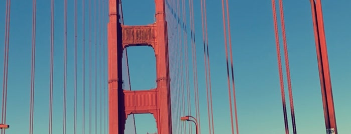 Golden Gate Bridge - Tower 1 is one of Sandybelleさんのお気に入りスポット.