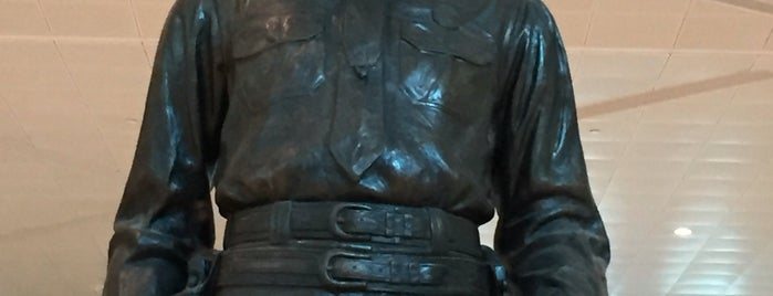 Texas Ranger Statue is one of Tyroneさんのお気に入りスポット.