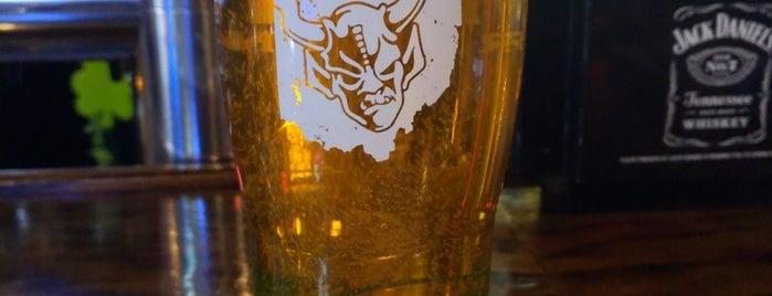 Winking Lizard Tavern is one of Tempat yang Disukai Laura.