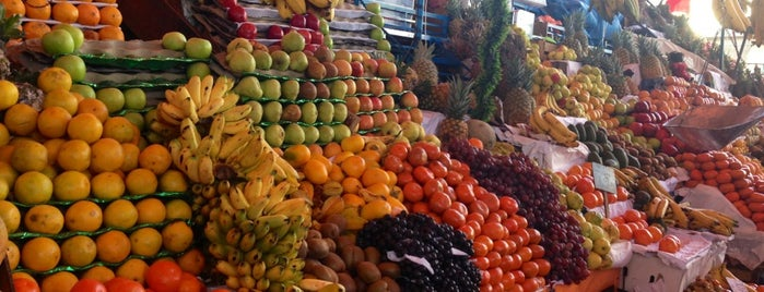 Mercado San Camilo is one of สถานที่ที่ Paola ถูกใจ.