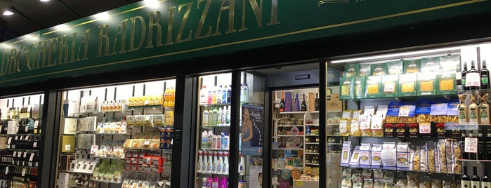 Drogheria Radrizzani is one of Wine buyers guide Milan.