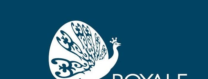 Royale Café is one of Locais curtidos por Bradley.