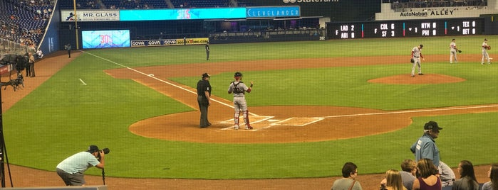 Home Plate Marlins Park is one of Lugares favoritos de Val.