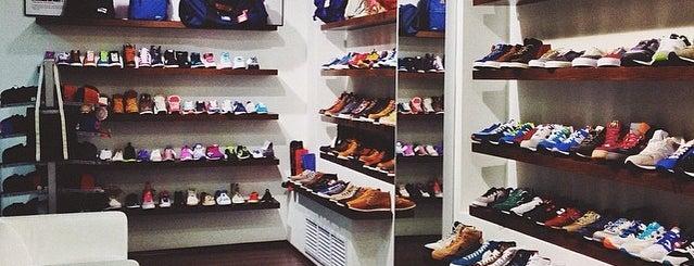 Sneakerhead is one of Orte, die Dmitry gefallen.